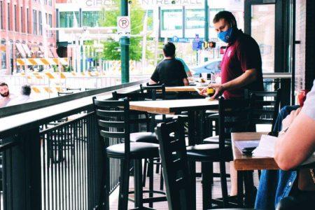 Cuidados para evitar contágio de doenças virais em restaurantes – para funcionários