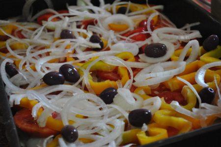 Filé de merluza com legumes ao forno